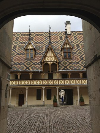 Sous le Baldaquin - Chambre d'Hotes: Hospices de Beaune - well worth visiting