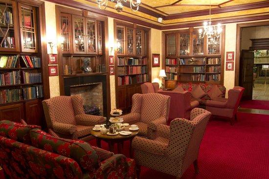 Newgrange Hotel: Library area