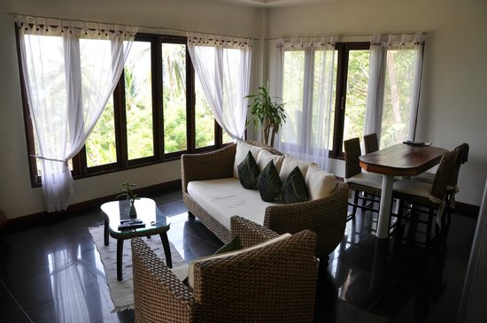 The Rocks Villas: салон и вид из окна