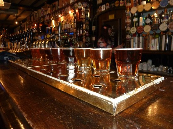 London Tavern Trails: A collection of different ales