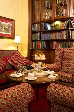 Newgrange Hotel : Library area