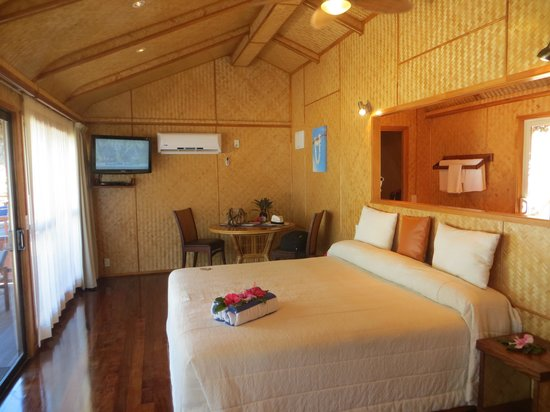 Aitutaki Lagoon Resort & Spa: our Premium beachfront bungalow