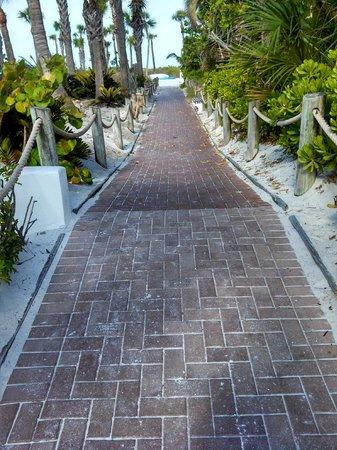 Tropical Beach Resorts : Walk to the beach