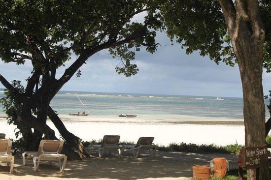 Baobab Beach Resort & Spa: More views of the beach
