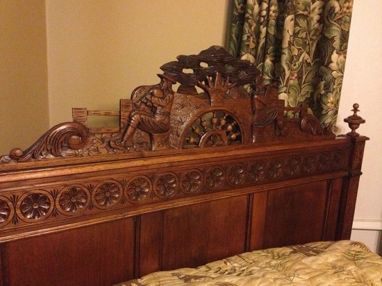 Daisy Polk Inn: 1857 French Headboard.
