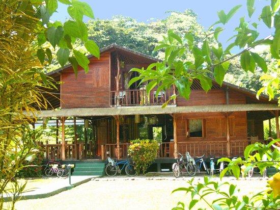 Coco Loco Lodge: Reception