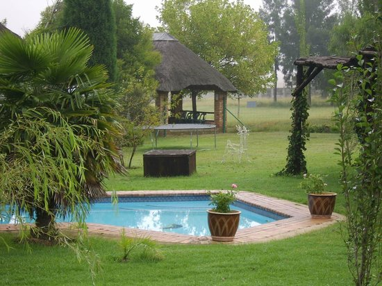 Airport Game Lodge: good view of pool