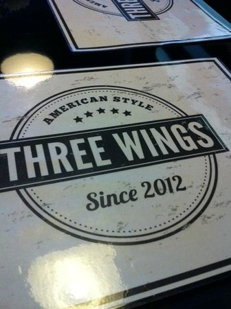 Three Wings : Table soooo shinyyy!
