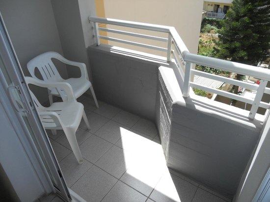 Pegasus Hotel & Apartments : Balkong mot bakgården