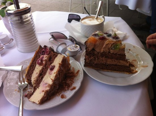 Cafe Gross: Perfect cake.