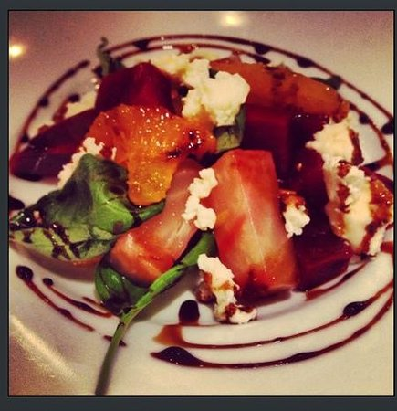 The Queens Arms: Confit Beetroot and Goats cheese salad