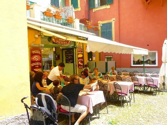 Da Nicola Ristorante Pizzeria: Outdoor seating