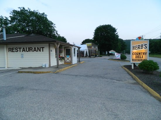 Herb's Country Deli & Restaurant : Just Minutes South of The Mohegan Sun On HWY32
