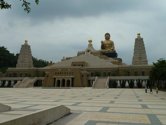 Fo Guang Shan: Main Building & Giant Buddha
