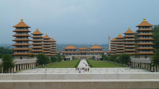Fo Guang Shan: Entrance & Towers