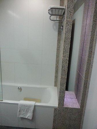 The Platinum : Bathroom