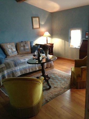 Domaine de Rhodes: Lounge room in our bedroom suite