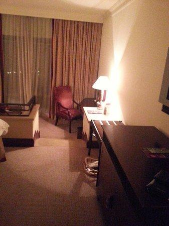 Sheraton Grand Doha Resort & Convention Hotel: Twin-bed room