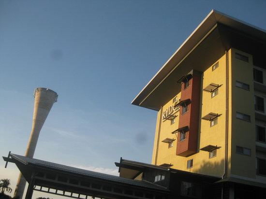 Novotel Darwin Airport: The hotel facade