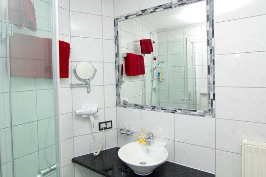 Hotel Engelhorn: Badezimmer