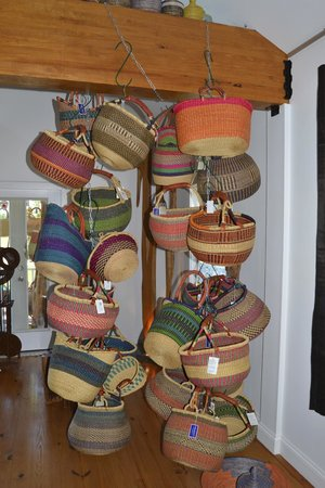 Esprit de France: Hand made colorful baskets