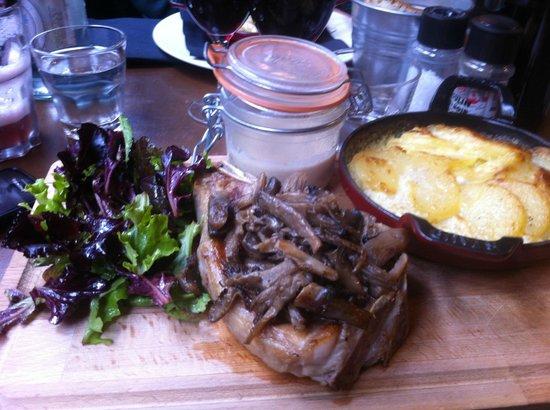 Le Cabinet de Sa Majeste : côte de veau, sauce forestière et gratin dauphinois