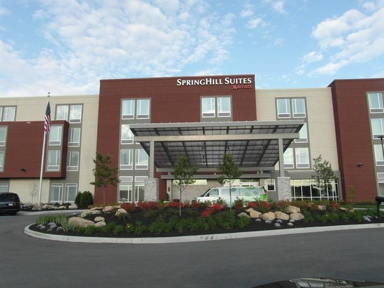 Springhill Suites Pittsburgh Latrobe Front Of The Hotel