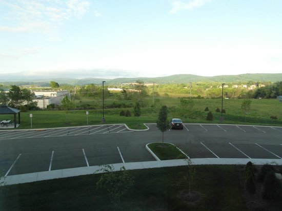 SpringHill Suites Pittsburgh Latrobe: Hotel room view