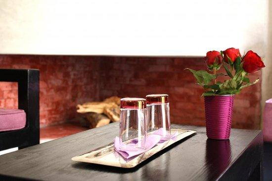Riad Vanilla sma : fire place in bedroom
