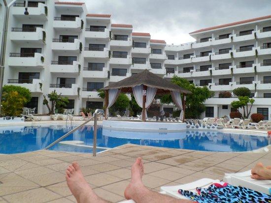 View of pool from sunlounger picture of apartamentos aguamar los cristianos tripadvisor - Tripadvisor apartamentos ...