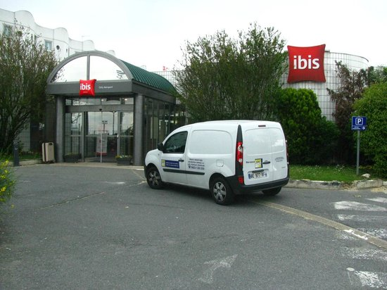Ibis Paris Orly Aéroport : Hotel Entrance