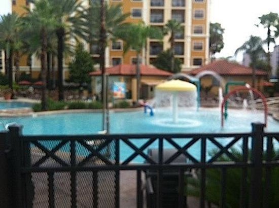 Floridays Resort Orlando: The pool area