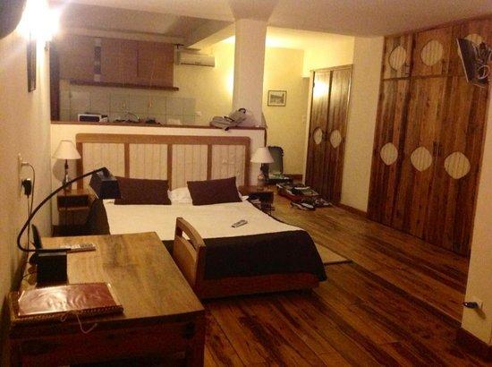 Le Combava: Chambre avec cuisine, terrasse, salon surface environ 60m2