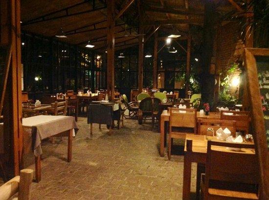 Le Combava: Salle de restauration dans la verrière