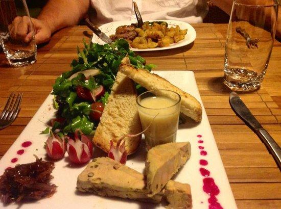 Le Combava: Ce plat de foie gras sur lit de roquette est une entrée