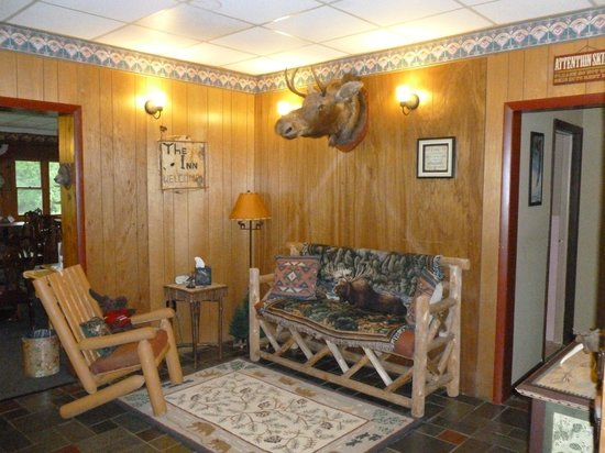 The Inn at Whiteface: Lobby. (and the moose my daughter calls Molly)