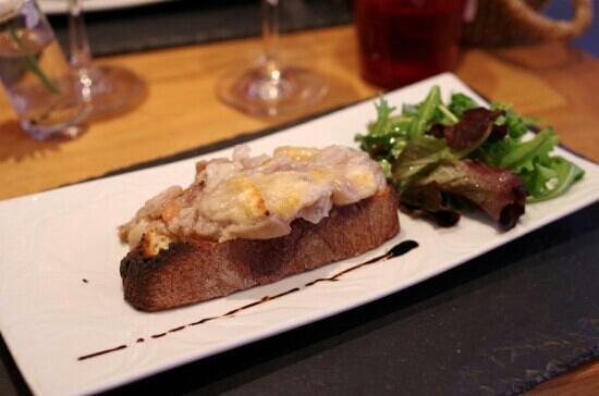 Le Cremet d'Anjou : tartine de pied de porc foie gras gratinée au parmesan