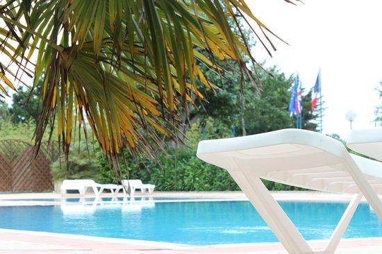 Camping Le Marais Neuf : La piscine