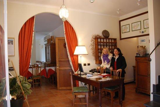 Hotel Al Terra di Mare: La reception