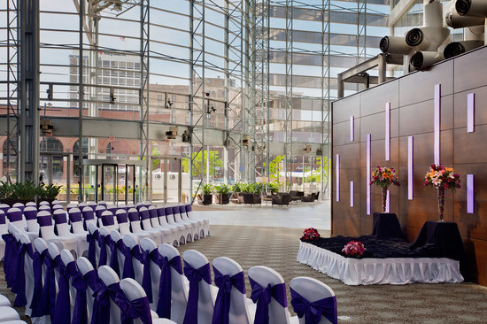 DoubleTree by Hilton Hotel South Bend: Our Stunning Atrium