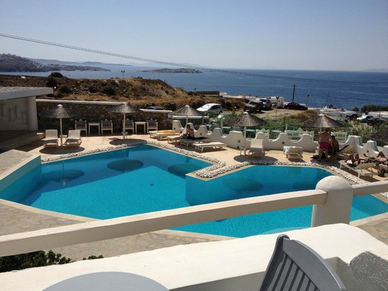 Ilio Maris Hotel : view from balcony, note the parking lot in front