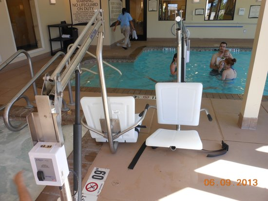 Staybridge Suites Reno Nevada: lift onne to hot tub one to the pool