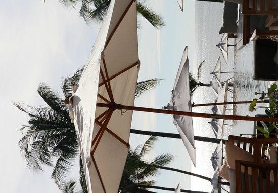 Cape Nidhra Hotel: Pool side