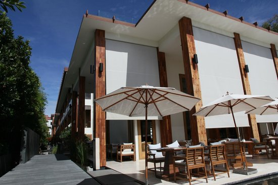 Cape Nidhra Hotel: view of main dining block. Bar is on the rooftop