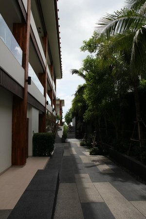Cape Nidhra Hotel: View from along the side of the hotel building