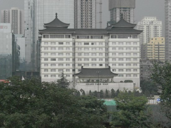 Grand Park Xian: hotel from old city