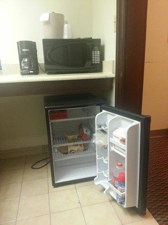 Prytania Park: Fridge, Microwave, Coffee maker