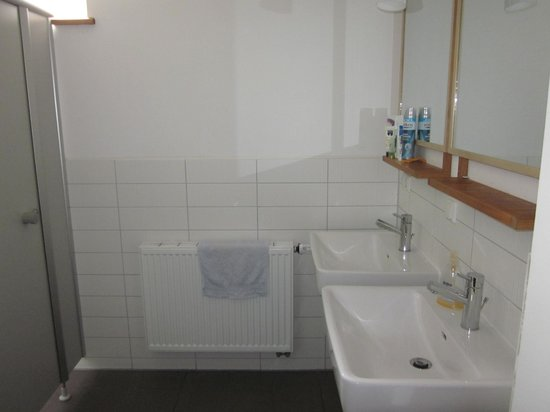 Brickstone Hostel: Spotless bathrooms