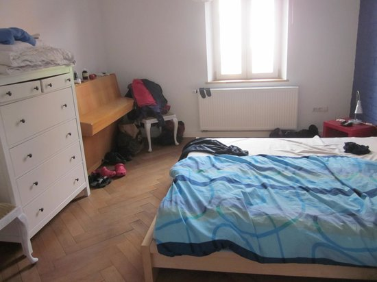 Brickstone Hostel: Our double room - we are not tidy!
