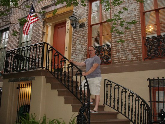 Savannah Bed & Breakfast Inn: The front of the B&B..just beautiful!